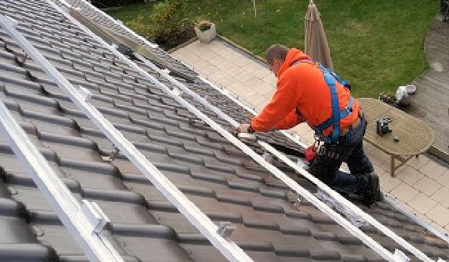 Technicien sur toit